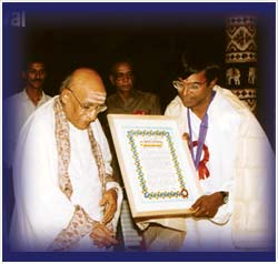 The first musician to receive Kartik Fine Arts' award, 'Isai Peroli' in 1989, from Semmangudi Srinivasa Iyer as Ilayaraja, film music director, looks on.