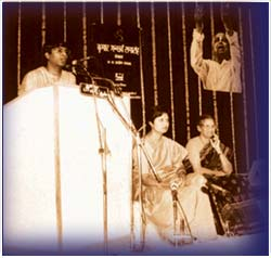 Ravikiran was the youngest Indian and first Carnatic musician to be awarded the Kumar Gandharva Samman by the Madhya Pradesh Government in April 1996.